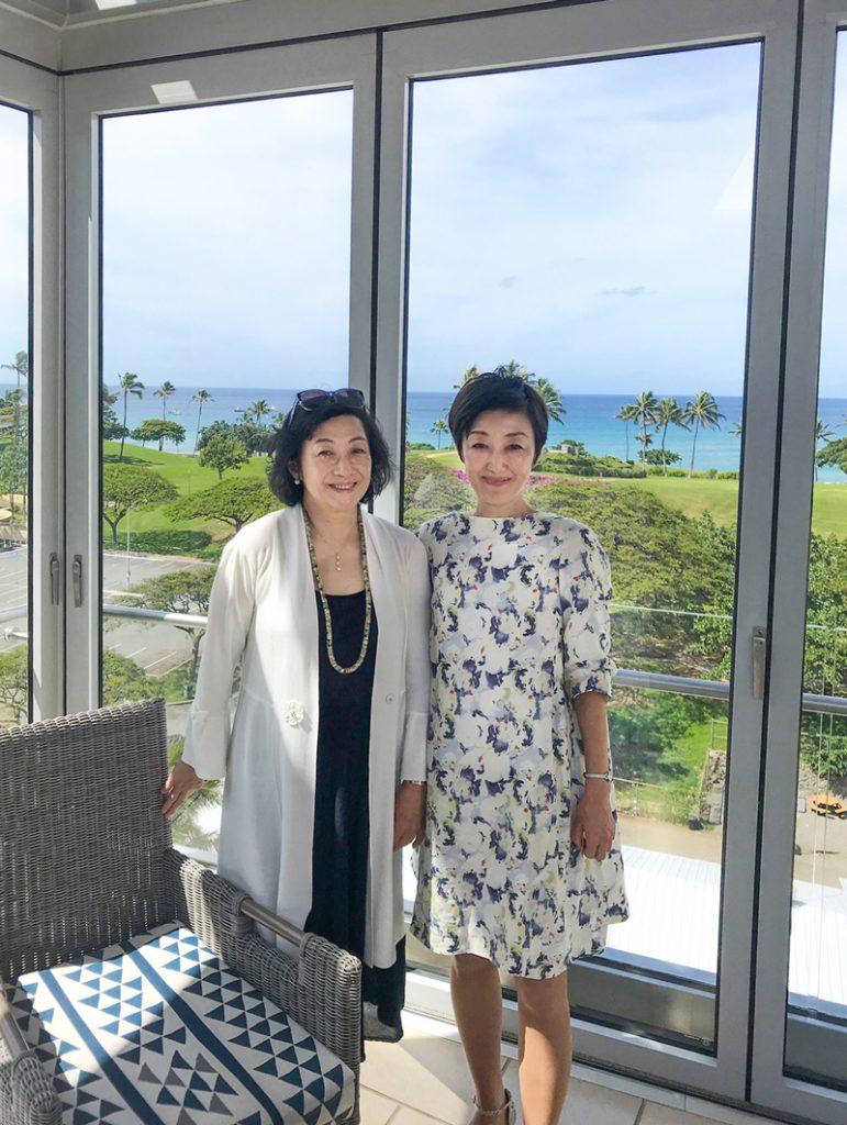 吉川千明「千明塾」ハワイ大学のがんセンター見学で。対馬ルリ子先生と。できるだけ明るい環境でと作られた建物でした。